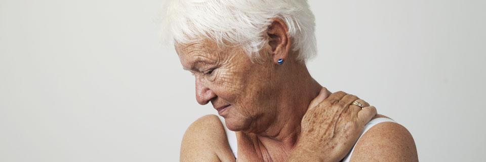 Dame met nekklachten bij Chiropractie Utrechtse Heuvelrug